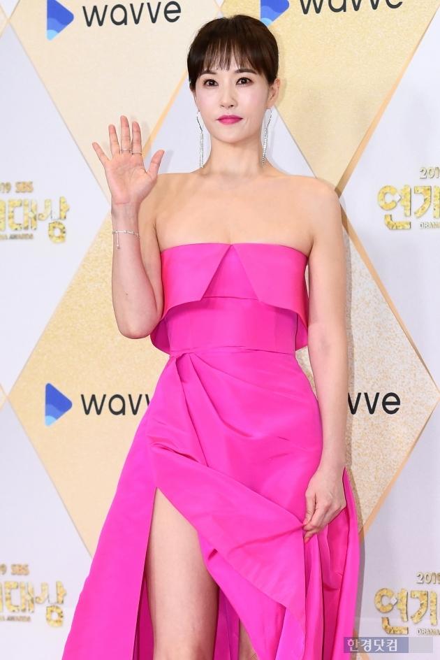 [포토] 김선아, '핫핑크 드레스로 상큼하게~' (2019 SBS 연기대상)