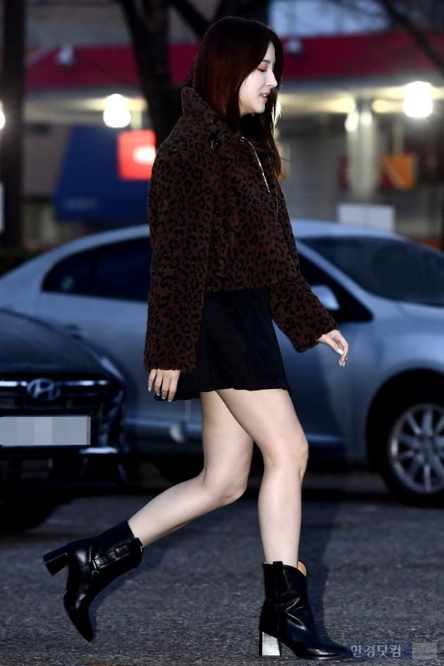 [포토] 모모랜드 낸시, '추운 날씨에도 과감한 초미니 입고'