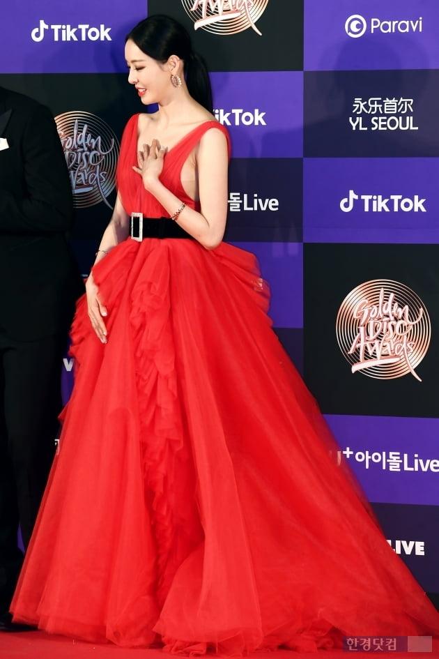 [포토] 이다희, '강렬한 레드 드레스로 우아하게~' (골든디스크)