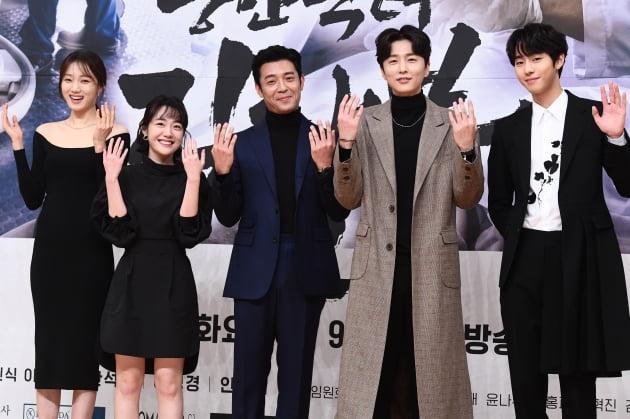 [포토] 이성경-소주연-김주헌-신동욱-안효섭, '새로운 돌담병원 식구들'