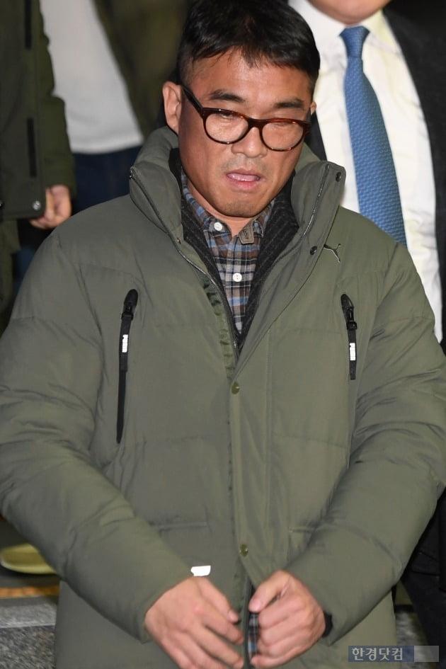 '성폭행 의혹' 김건모, 경찰 조사 후 귀가 /사진=한경DB