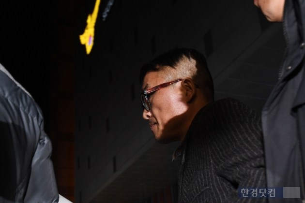[포토] 김건모, '경찰조사 마친 배트맨'