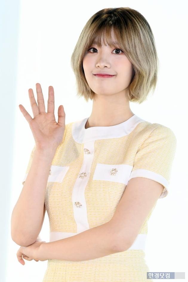 [포토] 네이처 선샤인, '귀여운 손인사~'