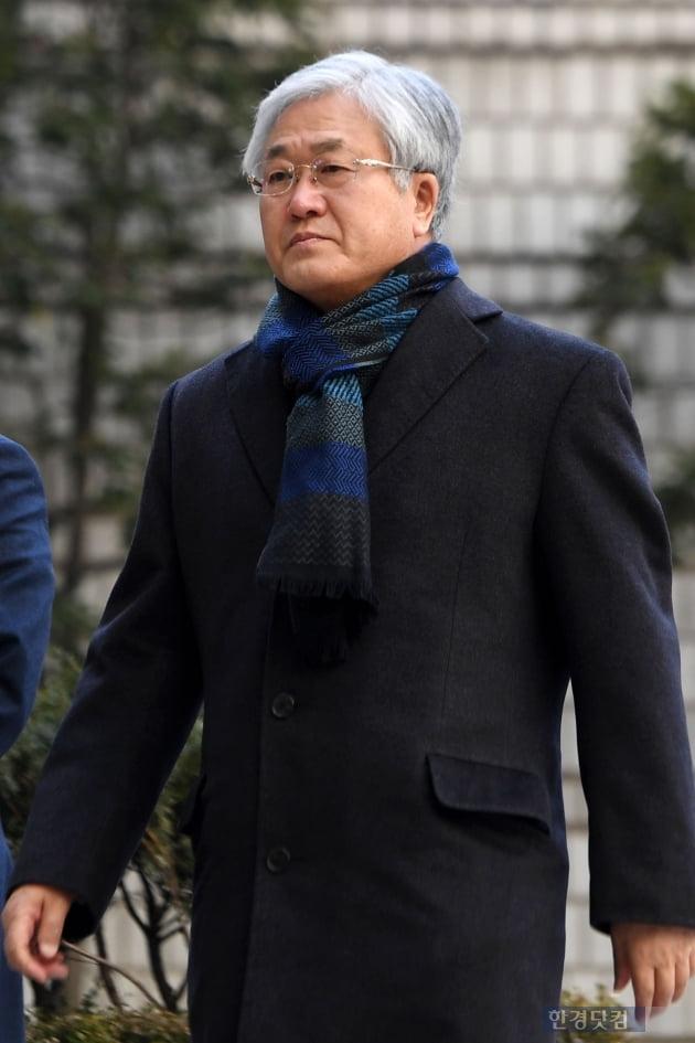 [포토] 법원 출석하는 박상진 전 삼성전자 사장