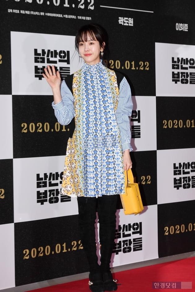 [포토] 한지민, '난해한 패션도 완벽하게~'