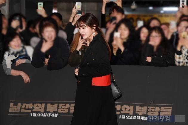 [포토] 이민정, '남편 이병헌 팬들의 환호 받으며'