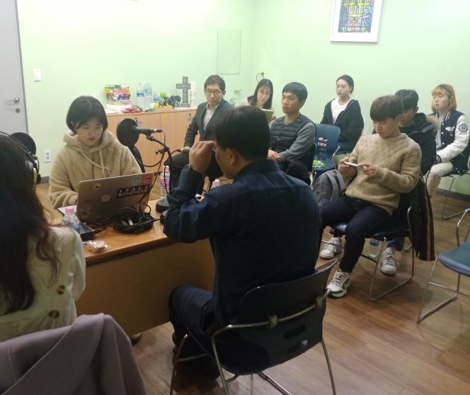 '탈북민 사이에서 모르면 간첩' 탈북민 인싸 팟캐스트 '사부작'