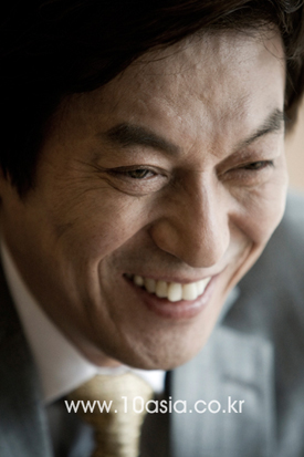 "KBS <드라마 스페셜> ⑭│김갑수 ""단막극은 한 편의 책을 읽듯이 집중하는 맛"""