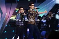 Mnet <슈퍼스타K 2>의 존 박과 허각, 22일 최종 결승전에서 작곡가 조영수의 미발표곡...