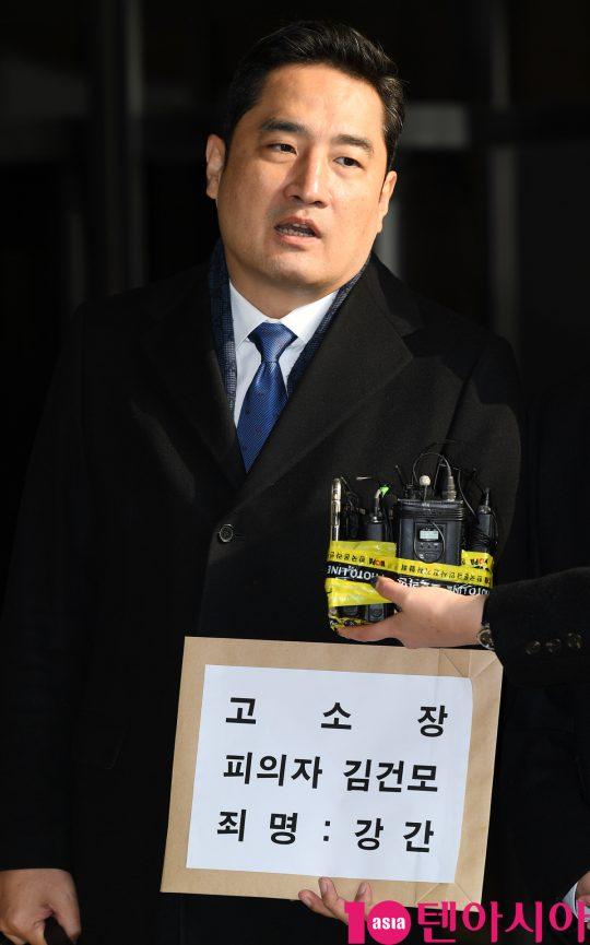 가수 김건모를 성폭행으로 고소한 피해자 A씨의 법률 대리인 강용석 변호사. / 사진=텐아시아DB