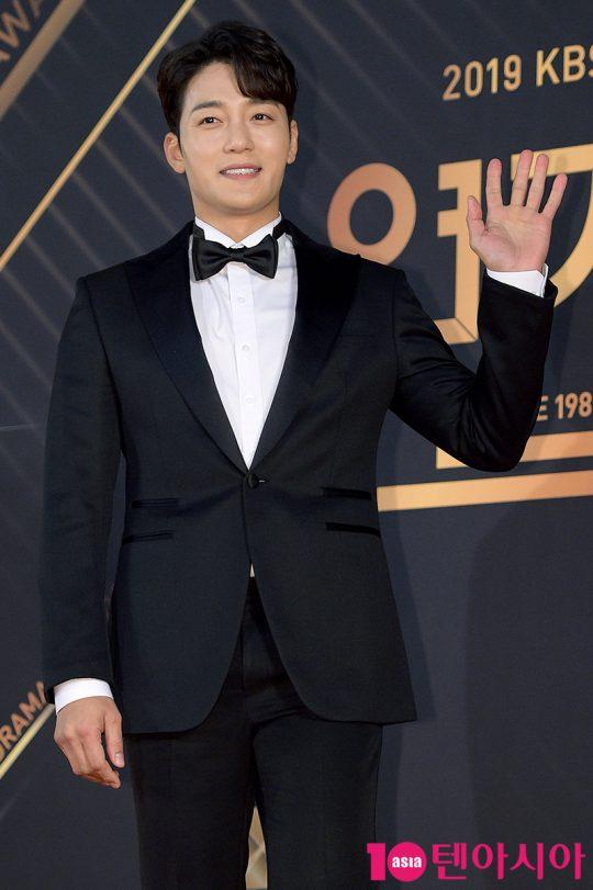 배우 김진우