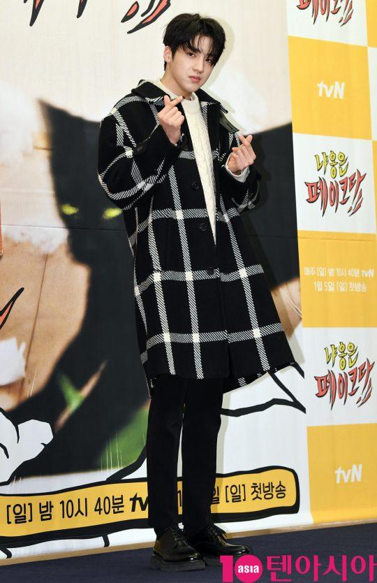 팬타곤 우석이 3일 오후 서울 마포구 상암동 스탠포드호텔 서울에서 열린 tvN 새 예능 프로그램 '냐옹은 페이크다' 제작발표회에 참석하고 있다.