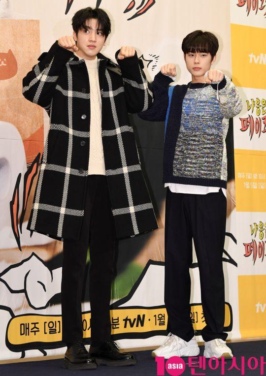 팬타곤 우석과 유선호가 3일 오후 서울 마포구 상암동 스탠포드호텔 서울에서 열린 tvN 새 예능 프로그램 '냐옹은 페이크다' 제작발표회에 참석하고 있다.