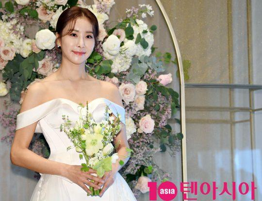 배우 한다감이 5일 오후 서울 송파구 롯데월드타워 시그니엘호텔에서 열린 결혼 기자회견에 참석하고 있다.