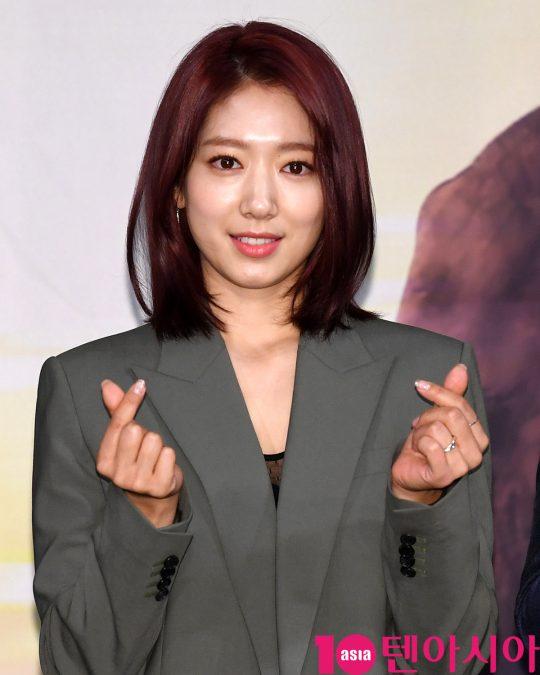 배우 박신혜가 6일 오전 서울 상암동 MBC 골든마우스홀에서 열린 MBC 창사 58주년 특집 다큐멘터리 '휴머니멀' 제작발표회에 참석하고 있다.
