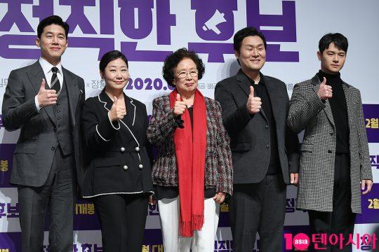 배우 김무열(왼쪽부터), 라미란, 나문희, 윤경호, 장동주