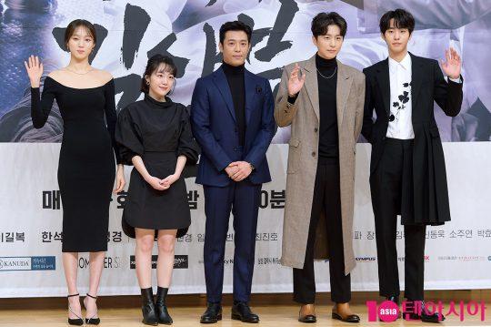 시즌2에 새로 합류한 배우 이성경(왼쪽부터), 소주연, 김주헌, 신동욱, 안효섭. /서예진 기자 yejin@