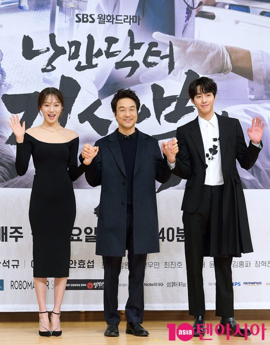 '낭만닥터 김사부2'의 주연을 맡은 배우 이성경(왼쪽부터), 한석규, 안효섭. /서예진 기자 yejin@