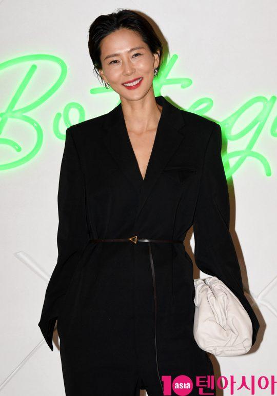 방송인 김나영이 6일 오후 경기도 성남시 분당구 현대백화점 판교점에서 열린 보테가 베네타(Bottega Veneta) 포토콜 행사에 참석하고 있다.