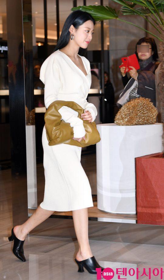 AOA 설현이 6일 오후 경기도 성남시 분당구 현대백화점 판교점에서 열린 보테가 베네타(Bottega Veneta) 포토콜 행사에 참석하고 있다.