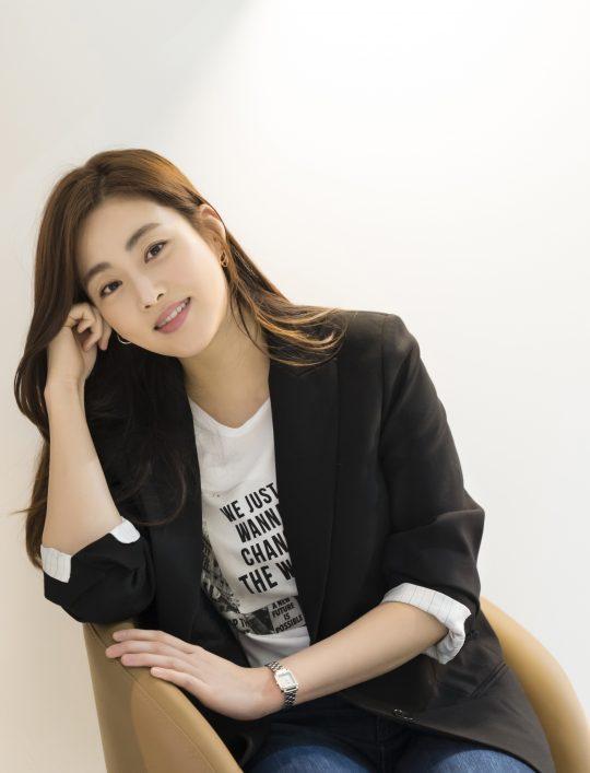 영화 '해치지않아'에서 까칠한 수의사 소원과 털털한 사자로 열연한 배우 강소라. /사진제공=에이스메이커무비웍스