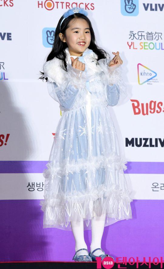 오아린이 8일 오후 서울 송파구 잠실실내체육관에서 열린 제9회 가온차트 뮤직 어워즈 레드카펫 행사에 참석하고 있다.