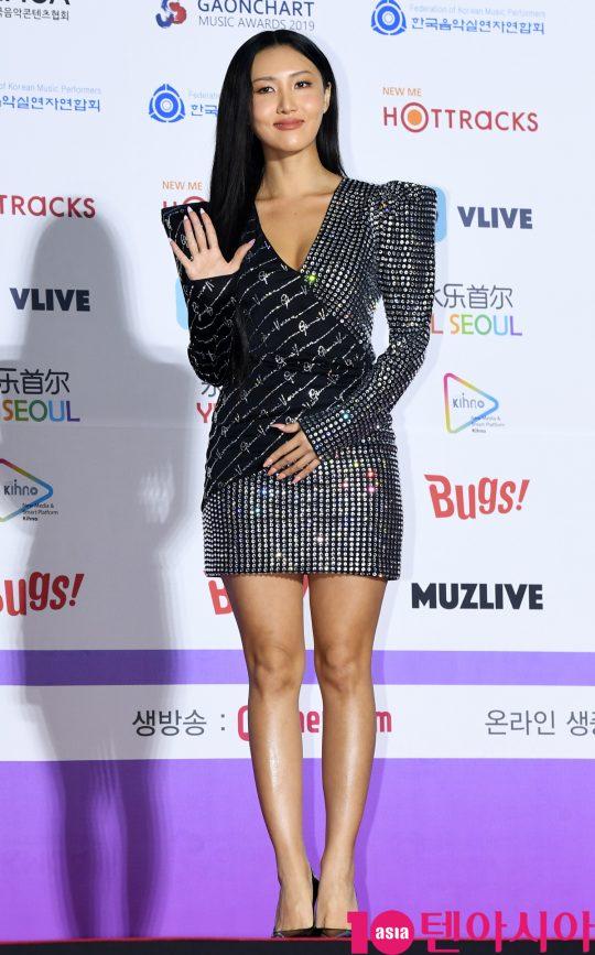 마마무 화사가 8일 오후 서울 송파구 잠실실내체육관에서 열린 제9회 가온차트 뮤직 어워즈 레드카펫 행사에 참석하고 있다.