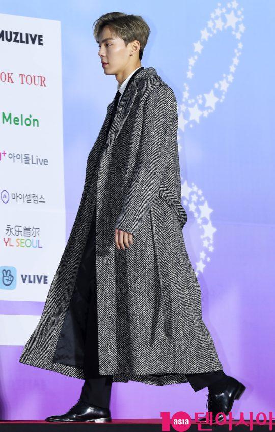 몬스타엑스 셔누가 8일 오후 서울 송파구 잠실실내체육관에서 열린 제9회 가온차트 뮤직 어워즈 레드카펫 행사에 참석하고 있다.