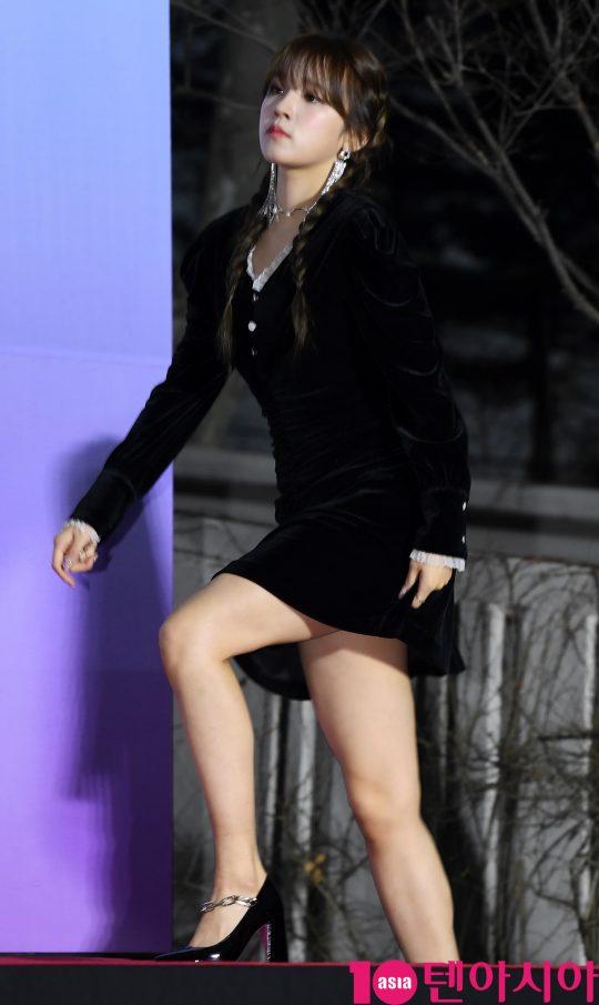 여자아이들 우기가 8일 오후 서울 송파구 잠실실내체육관에서 열린 제9회 가온차트 뮤직 어워즈 레드카펫 행사에 참석하고 있다.