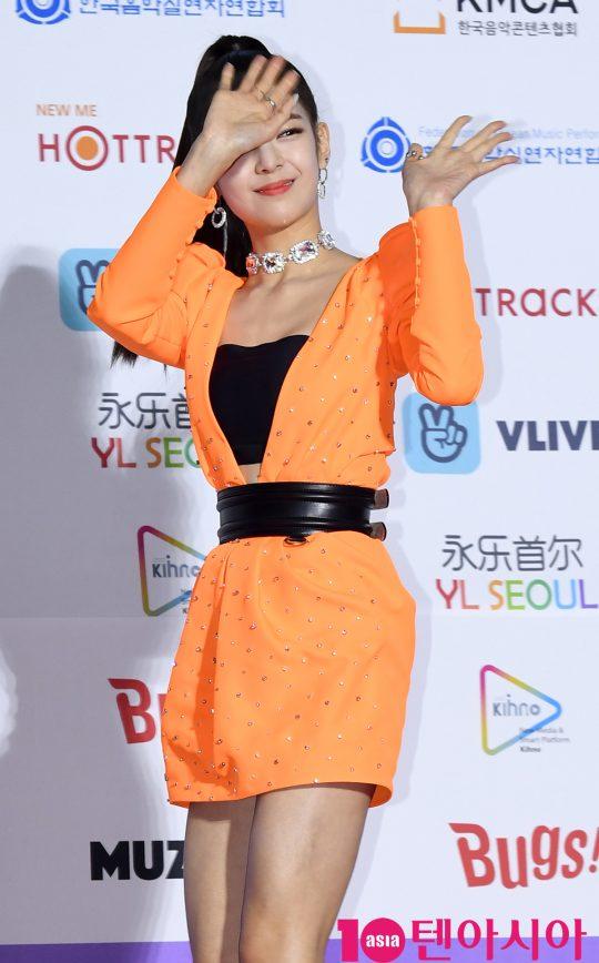 있지 리아가 8일 오후 서울 송파구 잠실실내체육관에서 열린 제9회 가온차트 뮤직 어워즈 레드카펫 행사에 참석하고 있다.