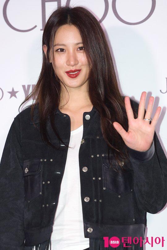 배우 수현