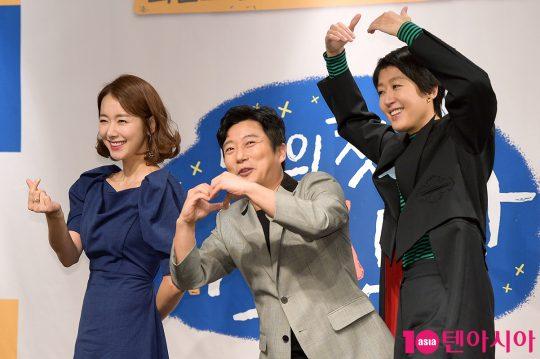 배우 소이현(왼쪽부터), 방송인 이수근과 홍진경이 14일 오전 11시 서울 여의도동 켄싱턴호텔에서 열린 tvN 예능 '나의 첫 사회생활' 제작발표회에 참석했다./ 서예진 기자 yejin@
