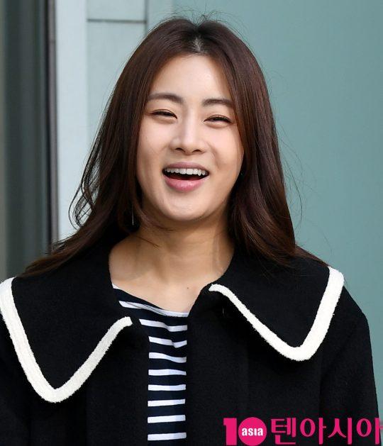 배우 강소라가 14일 오후 서울 목동 SBS본사에서 진행되는 영화 '해치지않아' 홍보차 SBS 파워FM 최화정의 파워타임 방송에 참석하고 있다.