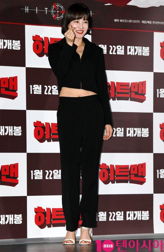 배우 황우슬혜가 14일 오후 서울 자양동 롯데시네마 건대입구점에서 열린 영화 '히트맨' 언론시사회에 참석하고 있다.