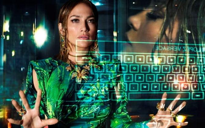 베르사체, 제니퍼 로페즈와 함께한 2020 S/S 광고 캠페인 공개