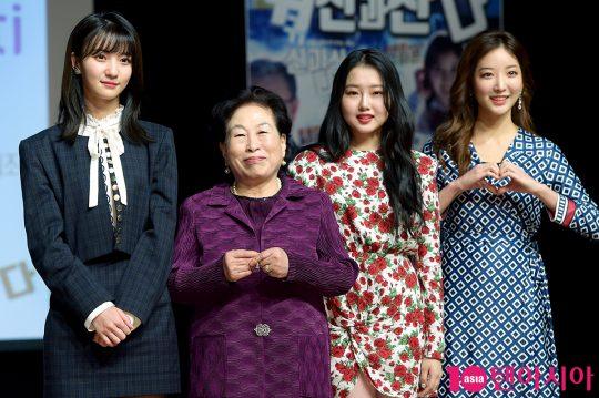 오마이걸 비니(왼쪽부터), 배우 전원주, 크리샤츄, 윤나영