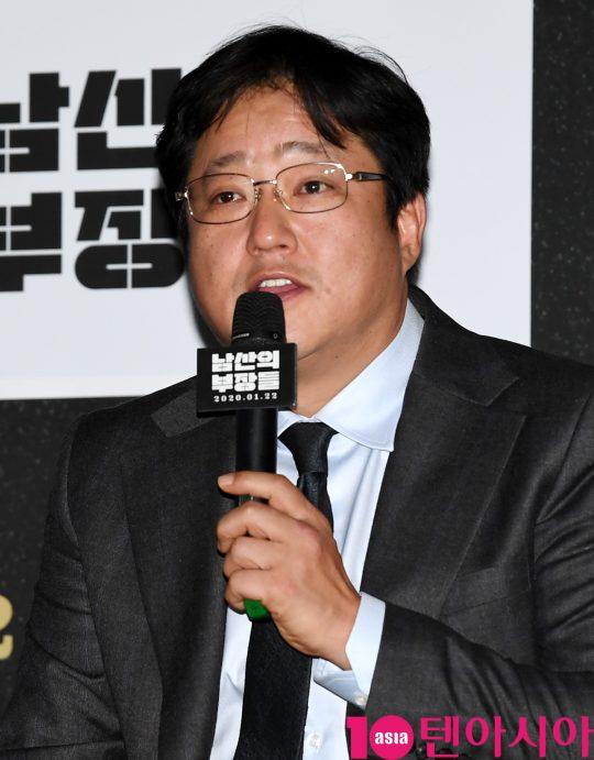 배우 곽도원이 15일 오후 서울 한강로3가 CGV 용산아이파크몰점에서 열린 영화 '남산의 부장들' 언론시사회에 참석하고 있다.