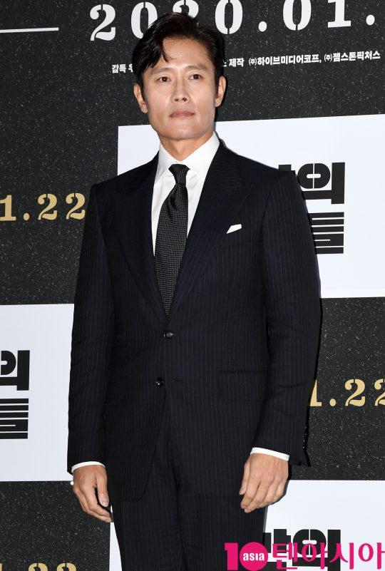 배우 이병헌이 15일 오후 서울 한강로3가 CGV 용산아이파크몰점에서 열린 영화 '남산의 부장들' 언론시사회에 참석했다./조준원 기자 wizard333@
