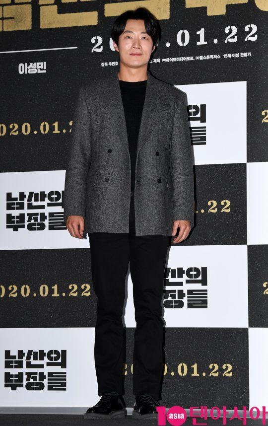 배우 이희준이 15일 오후 서울 한강로3가 CGV 용산아이파크몰점에서 열린 영화 '남산의 부장들' 언론시사회에 참석하고 있다.
