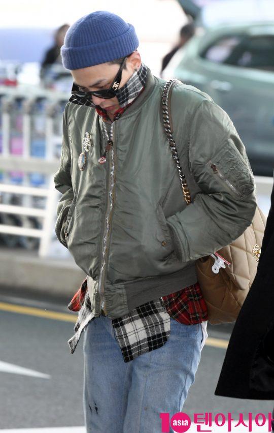 그룹 빅뱅 지드래곤이 17일 오후 뷰티 패션쇼 참석차 인천국제공항을 통해 프랑스 파리로 출국하고 있다.