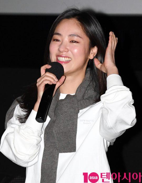 배우 전여빈이 19일 오후 서울 강남구 삼성동 메가박스 코엑스에서 열린 영화 '해치지않아' 가족시사회 무대인사에 참석했다.