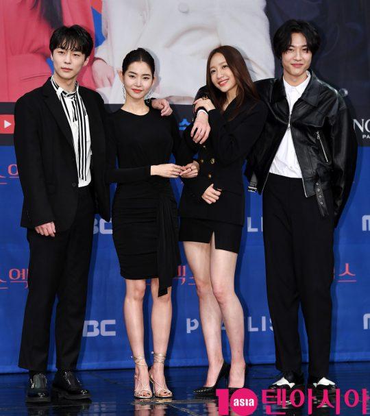 배인혁,황승언,안희연(하니),이종원(왼쪽부터)이 20일 오후 서울 상암동 MBC 골든마우스홀에서 열린 MBC 새 드라마 '엑스엑스(XX)' 제작발표회에 참석하고 있다.