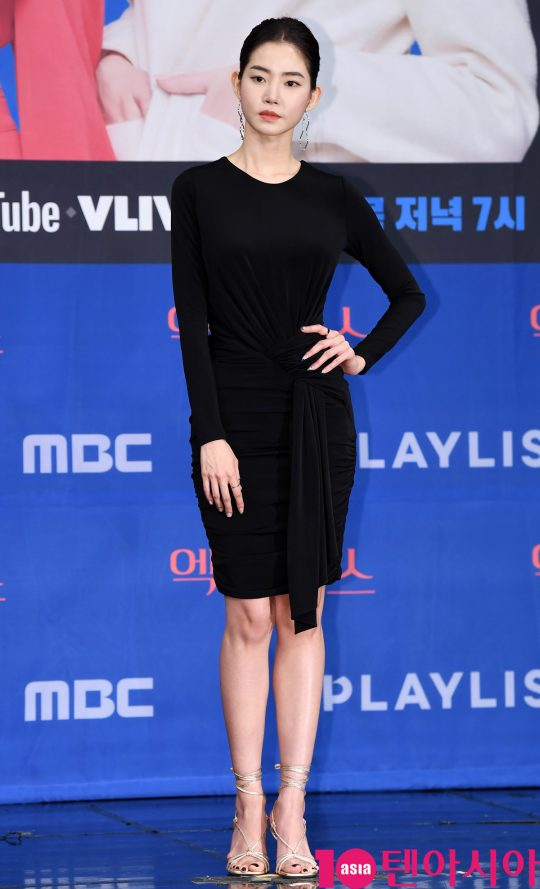 배우 황승언이 20일 오후 서울 상암동 MBC 골든마우스홀에서 열린 MBC 새 드라마 '엑스엑스(XX)' 제작발표회에 참석하고 있다.