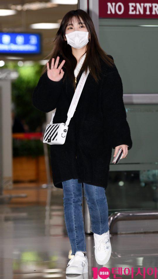 걸그룹 아이즈원 멤버 야부키 나코가 21일 오후 일본 개인일정을 마치고 김포국제공항을 통해 입국하고 있다.