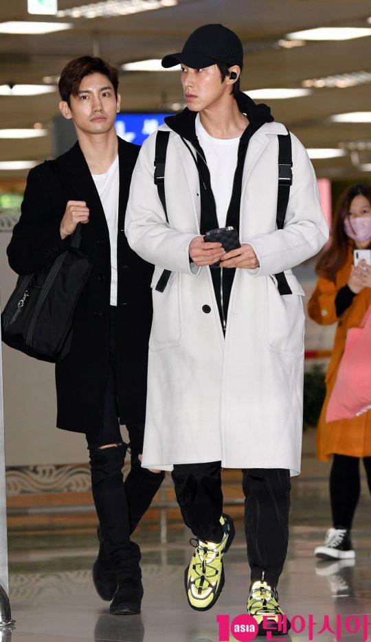 그룹 동방신기가 21일 오후 일본 일정을 마치고 김포국제공항을 통해 입국하고 있다.