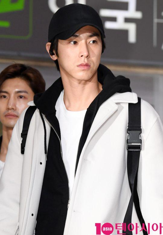 그룹 동방신기 유노윤호가 21일 오후 일본 일정을 마치고 김포국제공항을 통해 입국하고 있다.