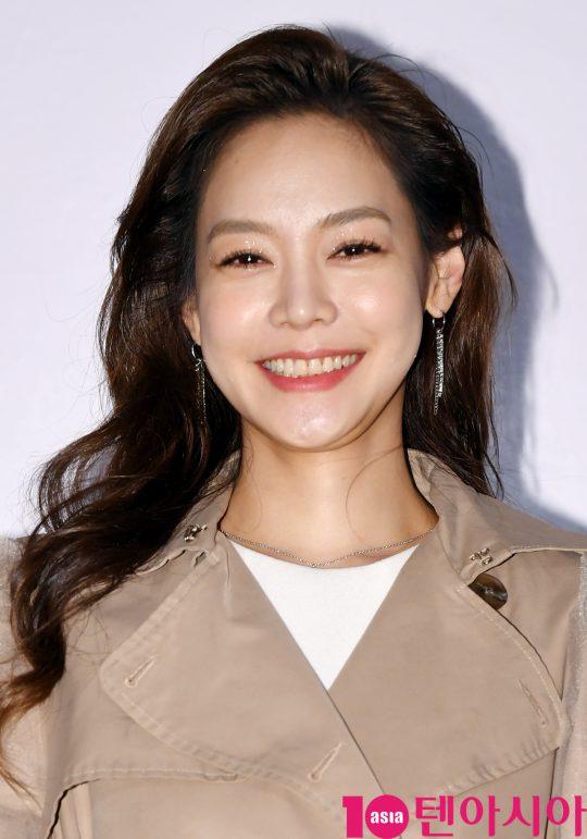 안현모가 21일 오후 서울 퇴계로 레스케이프 호텔에서 열린 클라랑스(CLARINS) 행사에 참석하고 있다.