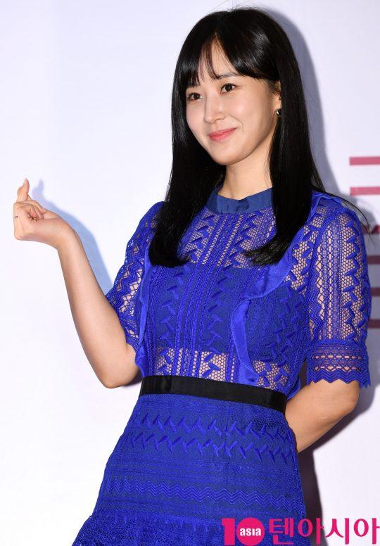 유리가 21일 오후 서울 퇴계로 레스케이프 호텔에서 열린 클라랑스(CLARINS) 행사에 참석하고 있다.