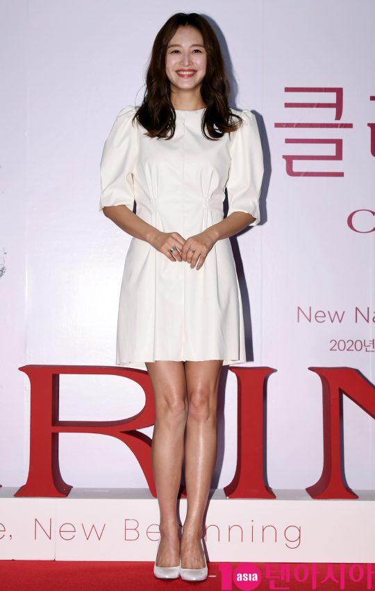 김재경이 21일 오후 서울 퇴계로 레스케이프 호텔에서 열린 클라랑스(CLARINS) 행사에 참석하고 있다.