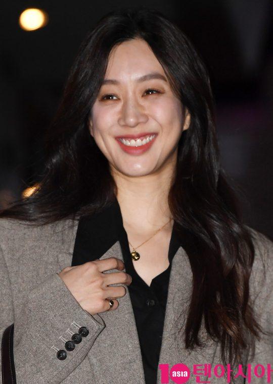 배우 정려원이 22일 오후 서울 여의도 한 음식점에서 열린 JTBC 월화드라마 '검사내전' 쫑파티에 참석하고 있다.